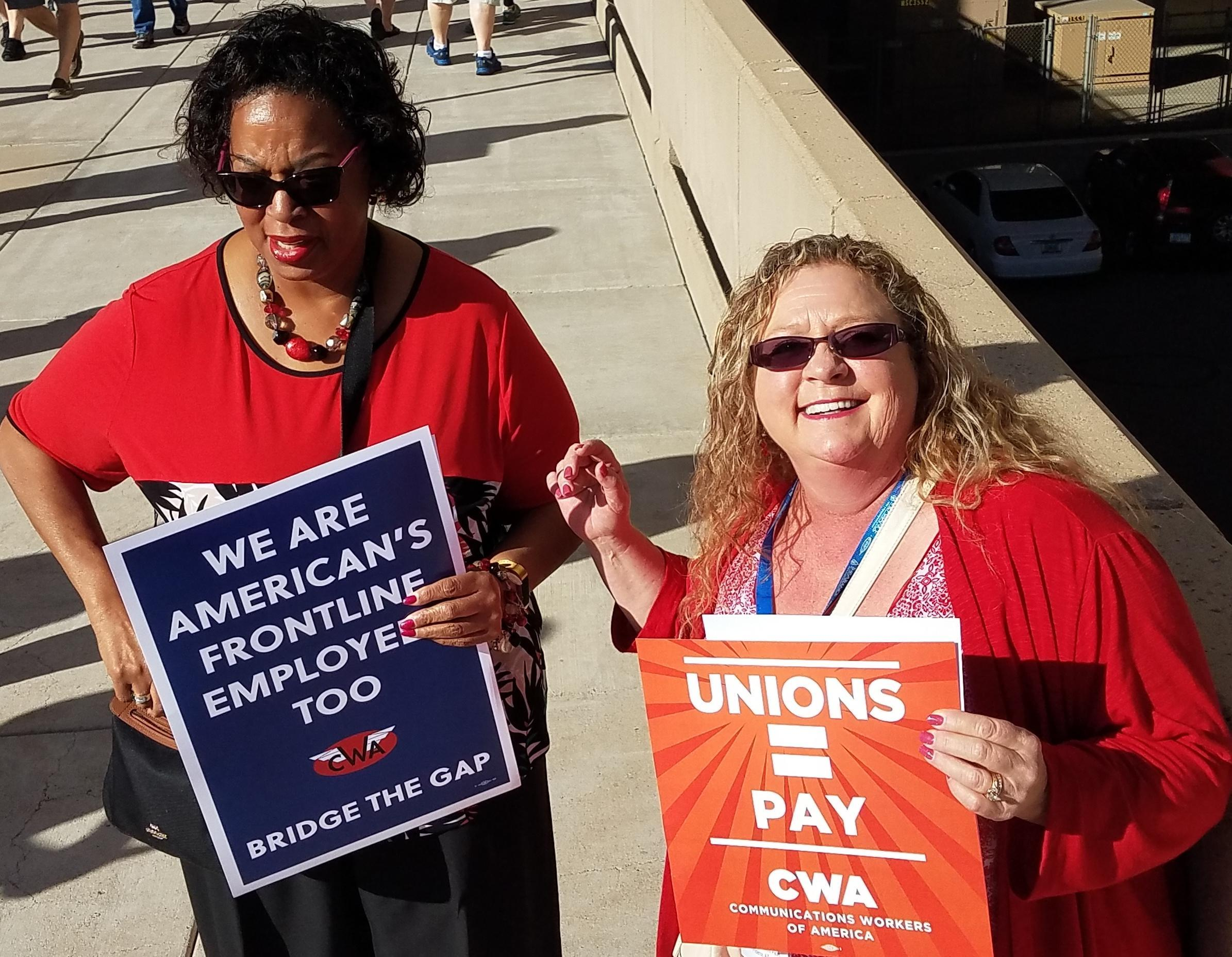 Workers in Phoenix demand a fair contract